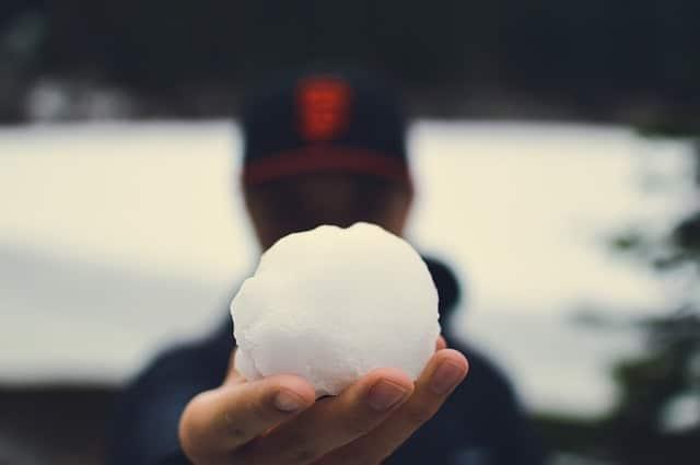 Lumipallo kuvastamassa lumipallotekniikka lyhennystapaa